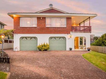 8 Stranolar Dr Mt Roskill South - Listed by Martin Ferretti Ray White